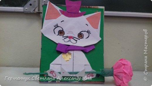 """Ко Дню Матери на уроке трудового обучения ( 14 октября) с  ребятами  3 """"А"""" класса сделали  открытки милым мамочкам.Идею  изготовления котенка -  оригами взяли  из Интернета, а украшали - каждый  на свой вкус Мальчишки  котенку надели цилиндр , а девочки - кошечкам завязали  бантики,в лапки - розы. фото 14"""