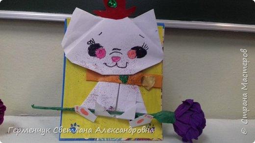 """Ко Дню Матери на уроке трудового обучения ( 14 октября) с  ребятами  3 """"А"""" класса сделали  открытки милым мамочкам.Идею  изготовления котенка -  оригами взяли  из Интернета, а украшали - каждый  на свой вкус Мальчишки  котенку надели цилиндр , а девочки - кошечкам завязали  бантики,в лапки - розы. фото 18"""