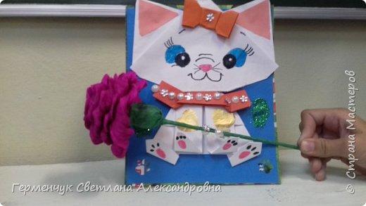"""Ко Дню Матери на уроке трудового обучения ( 14 октября) с  ребятами  3 """"А"""" класса сделали  открытки милым мамочкам.Идею  изготовления котенка -  оригами взяли  из Интернета, а украшали - каждый  на свой вкус Мальчишки  котенку надели цилиндр , а девочки - кошечкам завязали  бантики,в лапки - розы. фото 21"""