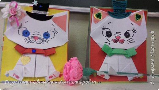 """Ко Дню Матери на уроке трудового обучения ( 14 октября) с  ребятами  3 """"А"""" класса сделали  открытки милым мамочкам.Идею  изготовления котенка -  оригами взяли  из Интернета, а украшали - каждый  на свой вкус Мальчишки  котенку надели цилиндр , а девочки - кошечкам завязали  бантики,в лапки - розы. фото 24"""