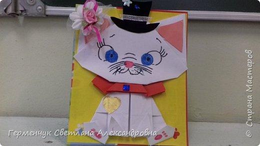 """Ко Дню Матери на уроке трудового обучения ( 14 октября) с  ребятами  3 """"А"""" класса сделали  открытки милым мамочкам.Идею  изготовления котенка -  оригами взяли  из Интернета, а украшали - каждый  на свой вкус Мальчишки  котенку надели цилиндр , а девочки - кошечкам завязали  бантики,в лапки - розы. фото 25"""
