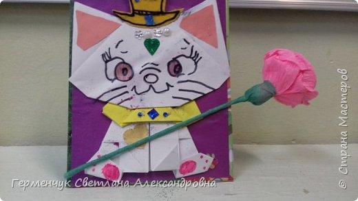 """Ко Дню Матери на уроке трудового обучения ( 14 октября) с  ребятами  3 """"А"""" класса сделали  открытки милым мамочкам.Идею  изготовления котенка -  оригами взяли  из Интернета, а украшали - каждый  на свой вкус Мальчишки  котенку надели цилиндр , а девочки - кошечкам завязали  бантики,в лапки - розы. фото 27"""