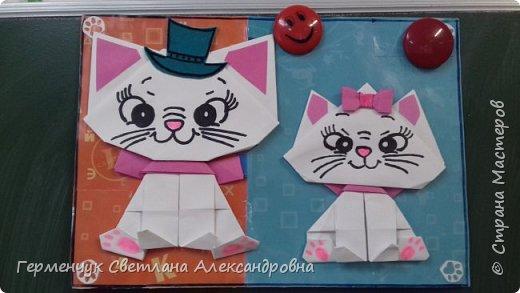 """Ко Дню Матери на уроке трудового обучения ( 14 октября) с  ребятами  3 """"А"""" класса сделали  открытки милым мамочкам.Идею  изготовления котенка -  оригами взяли  из Интернета, а украшали - каждый  на свой вкус Мальчишки  котенку надели цилиндр , а девочки - кошечкам завязали  бантики,в лапки - розы. фото 31"""