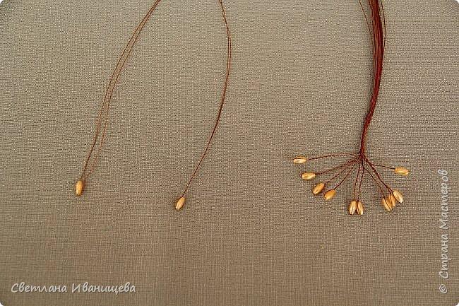 Букет замечательных лилий выполнен в технике французского плетения из бисера. Авторы работы: Анисимова Алина и Камышан Вероника. Особенно букеты из бисера любят мамы и бабушки, поэтому данный букет может послужить подарком ко Дню матери, на 8 марта или День рождения. фото 9