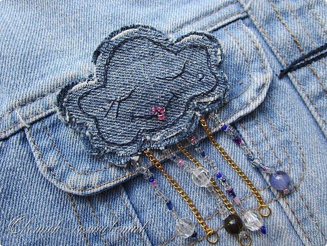 Всем - здравствуйте! Я вам рада! Хочу показать вам джинсовые брошки для мамы и для дочки. Тучка, несущая ласковый дождь, - для дочки. Идею увидела в интернете. Решила вышить личико, чтобы тучка была доброй и нежной. фото 3