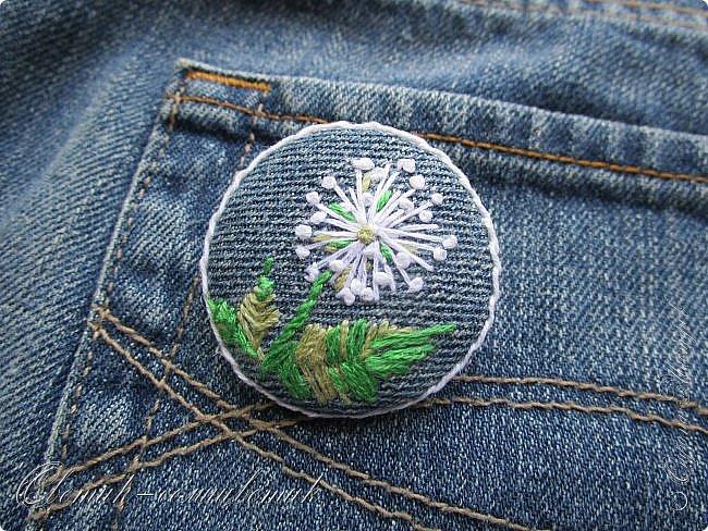 Всем - здравствуйте! Я вам рада! Хочу показать вам джинсовые брошки для мамы и для дочки. Тучка, несущая ласковый дождь, - для дочки. Идею увидела в интернете. Решила вышить личико, чтобы тучка была доброй и нежной. фото 7
