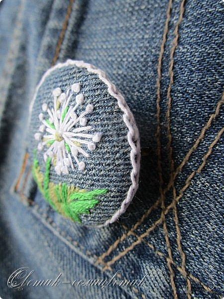 Всем - здравствуйте! Я вам рада! Хочу показать вам джинсовые брошки для мамы и для дочки. Тучка, несущая ласковый дождь, - для дочки. Идею увидела в интернете. Решила вышить личико, чтобы тучка была доброй и нежной. фото 9