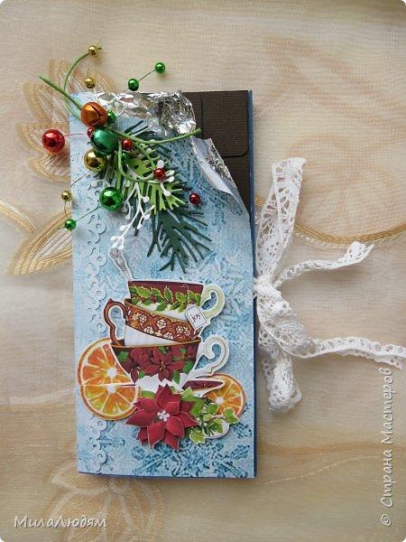 """Люди добрые, простите меня, что не умею загружать мало фото, и мучаю вас большим количеством. Сегодня я к вас со своими первыми шоколадницами созданными для  II ЭТАП """"Открытка-шоколадница""""   http://blog.agiart.ru/2017/10/2.html ТЕМА - Новый год, Рождество, зима ФОРМА - открытка-упаковка для шоколада ОЭ (обязательный элемент) - цвет и фактура плитки шоколада фото 2"""