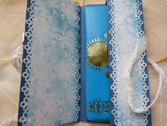 """Люди добрые, простите меня, что не умею загружать мало фото, и мучаю вас большим количеством. Сегодня я к вас со своими первыми шоколадницами созданными для  II ЭТАП """"Открытка-шоколадница""""   http://blog.agiart.ru/2017/10/2.html ТЕМА - Новый год, Рождество, зима ФОРМА - открытка-упаковка для шоколада ОЭ (обязательный элемент) - цвет и фактура плитки шоколада фото 12"""