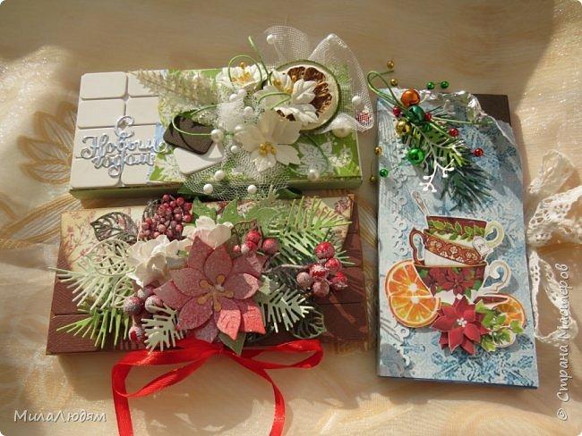 """Люди добрые, простите меня, что не умею загружать мало фото, и мучаю вас большим количеством. Сегодня я к вас со своими первыми шоколадницами созданными для  II ЭТАП """"Открытка-шоколадница""""   http://blog.agiart.ru/2017/10/2.html ТЕМА - Новый год, Рождество, зима ФОРМА - открытка-упаковка для шоколада ОЭ (обязательный элемент) - цвет и фактура плитки шоколада фото 47"""