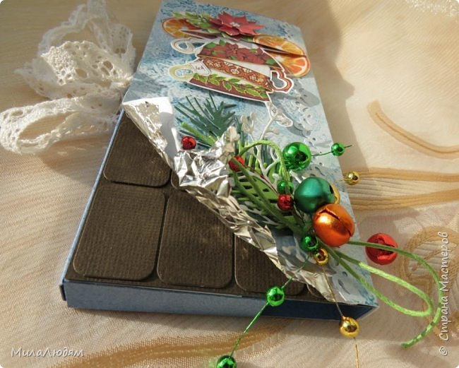 """Люди добрые, простите меня, что не умею загружать мало фото, и мучаю вас большим количеством. Сегодня я к вас со своими первыми шоколадницами созданными для  II ЭТАП """"Открытка-шоколадница""""   http://blog.agiart.ru/2017/10/2.html ТЕМА - Новый год, Рождество, зима ФОРМА - открытка-упаковка для шоколада ОЭ (обязательный элемент) - цвет и фактура плитки шоколада фото 35"""