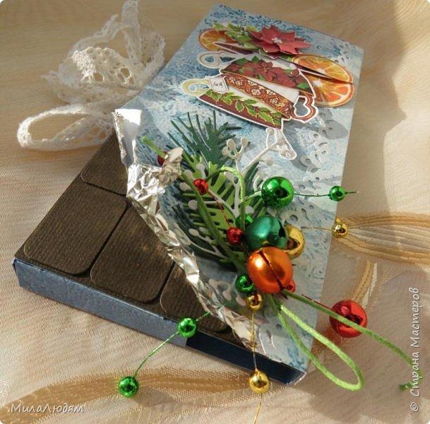"""Люди добрые, простите меня, что не умею загружать мало фото, и мучаю вас большим количеством. Сегодня я к вас со своими первыми шоколадницами созданными для  II ЭТАП """"Открытка-шоколадница""""   http://blog.agiart.ru/2017/10/2.html ТЕМА - Новый год, Рождество, зима ФОРМА - открытка-упаковка для шоколада ОЭ (обязательный элемент) - цвет и фактура плитки шоколада фото 36"""