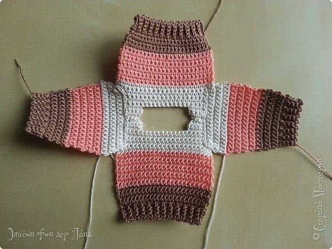 Помнится, как-то я обещала поделиться опытом и схемами/узорами для вязания кукольной одежды (да-да, я об этом вовсе не забыла!). И вот, наконец, этот миг настал.)))) Поскольку начинать с чего-то мегасложного совсем не хочется, да и погода на дворе соответствующая (в англоязычном мире её называют sweater weather - погода свитеров))), я предлагаю связать простой свитер с маленькой изюминкой - свитер будет трёхцветный.))) фото 32