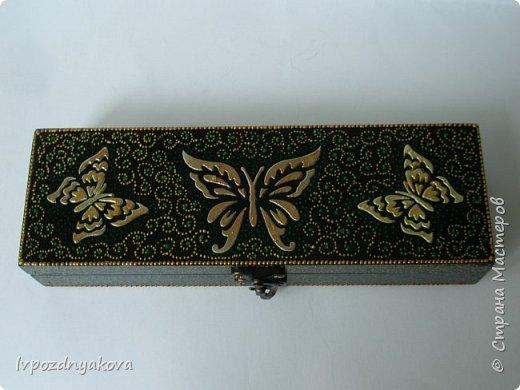 Бабочки выполнены шпатлёвкой через трафарет, покрыты акриловой золотой краской. фото 1