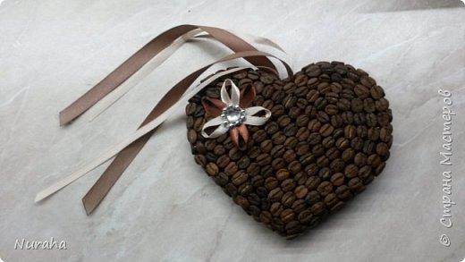 И снова здравствуйте!) На очереди всеми любимый кофе) Объемное сердце, топиарий украшен нежными цветами и бусами.  Ну и букашечками)) куда же без них?)))) фото 5