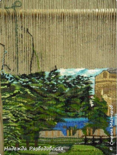 Мои первые шаги в ручном ткачестве. Здесь я попробовала  соткать гобелен с видом моего города.  фото 4