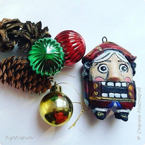 Новый год  всегда сказка. И хорошо когда она живет на елочке в виде милых игрушек сделаных своими руками.ежик в тумане. фото 3