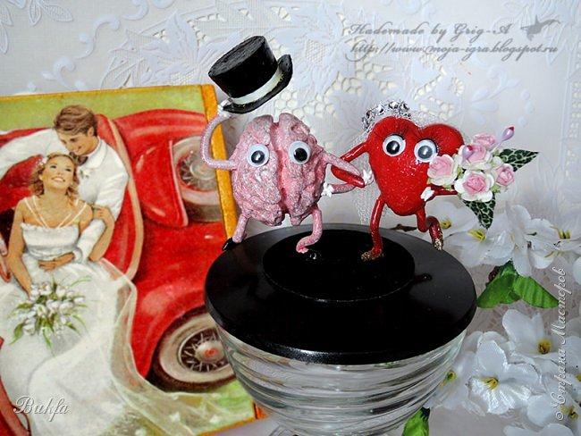 """Мы оба одинаково с тобой Находимся в """"пикантном"""" положеньи... Сердцами мы в любви, как муж с женой, А Разумами – только в уваженьи. М.Лавров ----------------------------------------------------------- Всем сердечный привет! Сегодня наконец-то у нас мозг подружился с сердцем - наступила полная гармония:))"""