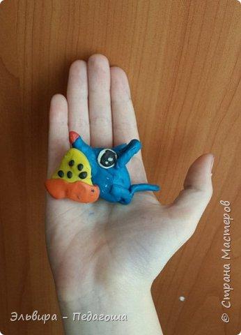Осваиваем с первоклашками пластилин. Из шариков получились разноцветные гусенички. фото 9