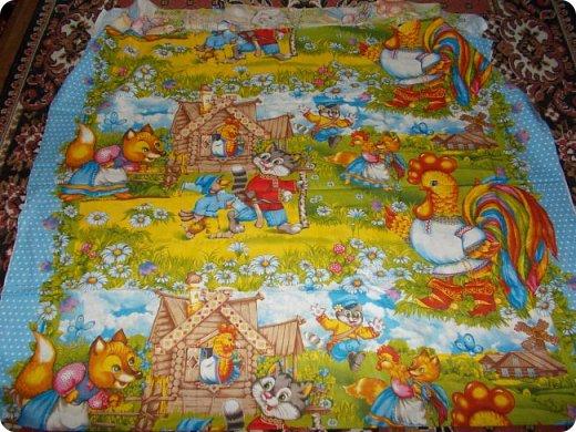 """Начну сегодняшний показ со свежей работы, это двухспальное одеяло закончила вчера вечером. Сшила в подарок. Размер получился 195х215 см Это второе одеяло, сшитое мной из блоков """"калейдоскоп"""". Назвала я его """"Одеяло """"Из сказки"""". Почему? фото 2"""