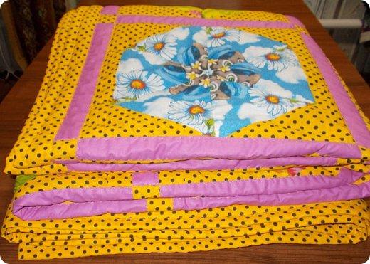 """Начну сегодняшний показ со свежей работы, это двухспальное одеяло закончила вчера вечером. Сшила в подарок. Размер получился 195х215 см Это второе одеяло, сшитое мной из блоков """"калейдоскоп"""". Назвала я его """"Одеяло """"Из сказки"""". Почему? фото 11"""