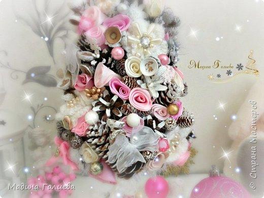 Добрый вечер!!!Спешу поделиться своими новогодними елочками. Нежно- розовая елочка  в стиле шебби. фото 4