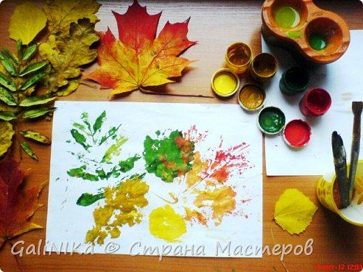 На этой неделе нашлось занятие для моего трёхлетнего внука.  Мы печатаем листья! фото 1