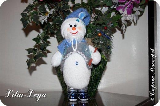 Вряд ли кто из нас особо озадачивался вопросом: где летом бывает Снеговичок?! Отпуск у него! Каникулы! Мой тоже отдохнул. К счастью, ему повезло с погодой: холод и беспрерывная вереница дождей... фото 2