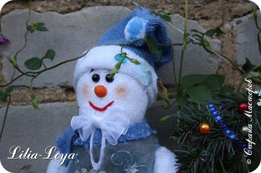 Вряд ли кто из нас особо озадачивался вопросом: где летом бывает Снеговичок?! Отпуск у него! Каникулы! Мой тоже отдохнул. К счастью, ему повезло с погодой: холод и беспрерывная вереница дождей... фото 4
