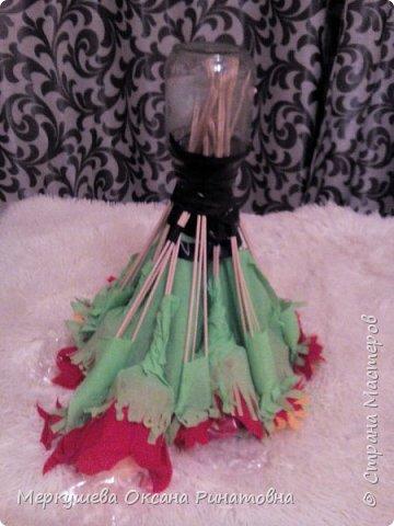 Приветствую вас на моем мастер-классе букета из свечей, который был изготовлен для моей племяшки, которая очень любит свечи. Девушке исполняется 17 лет и мы ей решили подарить букет из 17 свечей. Это мой первый опыт создания подобного букета. ))) фото 13