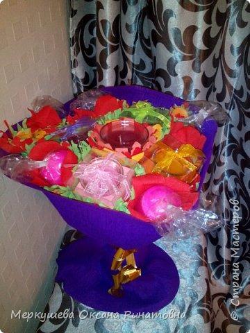 Приветствую вас на моем мастер-классе букета из свечей, который был изготовлен для моей племяшки, которая очень любит свечи. Девушке исполняется 17 лет и мы ей решили подарить букет из 17 свечей. Это мой первый опыт создания подобного букета. ))) фото 15