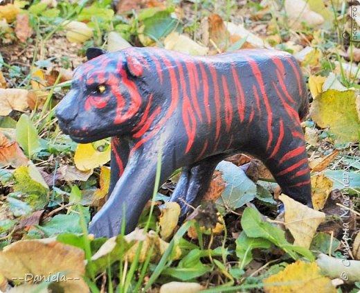 Учеба-учеба-учеба... и вдруг пошли Дни Рождения... Кхм, ну, не оставлю же я маму без подарка?) И вот как-то потихоньку-потихоньку создался вооот такой вот тигр. Правда, крайне необычной расцветки, на которую меня вдохновил Интернет.  фото 2