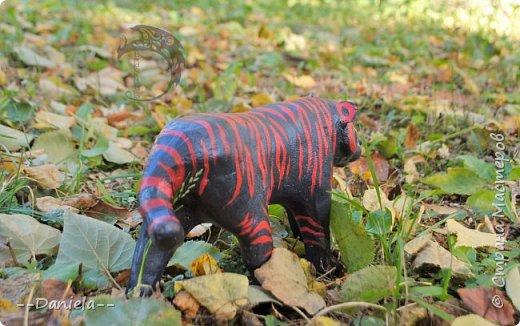 Учеба-учеба-учеба... и вдруг пошли Дни Рождения... Кхм, ну, не оставлю же я маму без подарка?) И вот как-то потихоньку-потихоньку создался вооот такой вот тигр. Правда, крайне необычной расцветки, на которую меня вдохновил Интернет.  фото 5