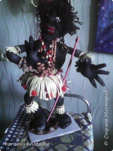 Захотелось пошить куклу из чёрных колготок.Получился вот такой папуасик. фото 1