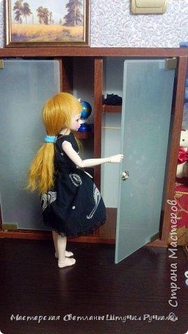Всем привет, выставляю на ваш суд гардеробный шкаф моей маленькой принцессы. Сразу скажу что труды моего мужа, жалко что этого слова нет в графе техника. Шкаф сделан из мебельного ДСП, задняя стенка из фанеры, дверцы из матового стёкла. Как вы уже могли понять потихоньку готовлюсь к созданию домика для Ариши. Правда немного пока размеры пугают шкаф получился внушительного размера 45*45 и 15 см. глубина.  фото 4