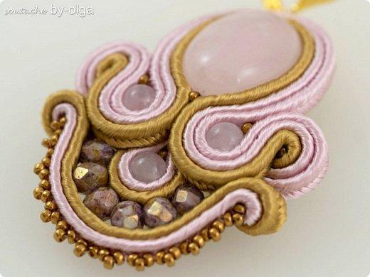 Нежные серьги из розового кварца, красивых граненых чешских бусин, мельчайшего японского бисера Миюки и французского сутажа. :) фото 2