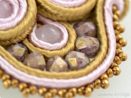 Нежные серьги из розового кварца, красивых граненых чешских бусин, мельчайшего японского бисера Миюки и французского сутажа. :) фото 3