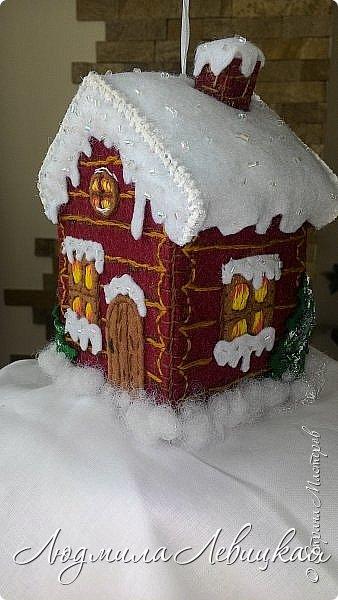 Здравствуйте, уважаемые жители Страны! Я так давно мечтала сделать какой-нибудь домик! И вот наконец-то сшила его из фетра! Предлагаю посмотреть, что у меня получилось...  Все выполнено из фетра, расшито нитками и бисером. фото 3