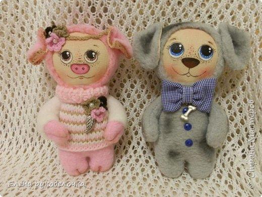 Сшила ещё пару зверят. Хрюньку шила по выкройке собачек долматинцев http://stranamasterov.ru/node/1107192 , а вот пёсика по выкройке зайки. фото 1