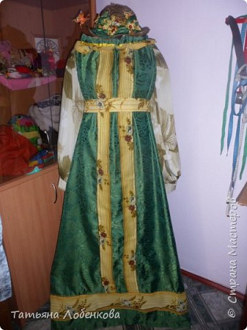 На уроках швейного дела мы сделали костюм Матушки Земли для праздника осени и экологии фото 1