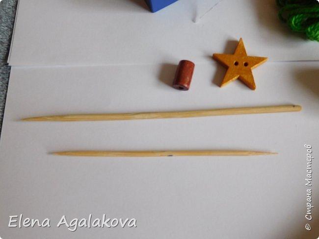 Добрый день! Сегодня я покажу как делать простую мандалу-елочку для украшения на Новый год.  У меня елочка 12 см на 9 см, но вы можете сплести ее любого размера, для малышей конечно лучше размер побольше. фото 3
