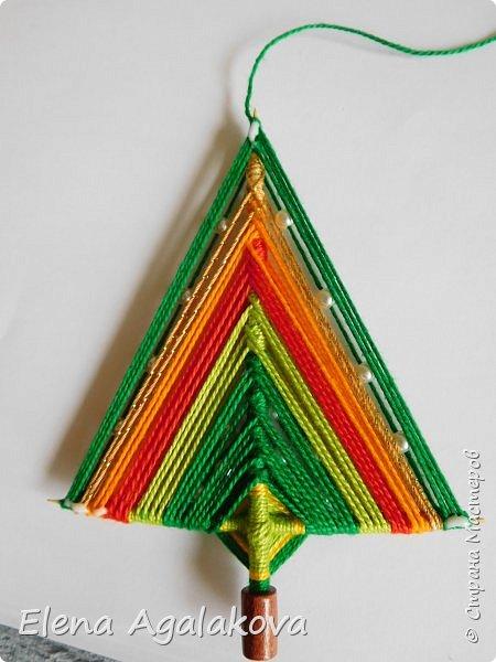 Добрый день! Сегодня я покажу как делать простую мандалу-елочку для украшения на Новый год.  У меня елочка 12 см на 9 см, но вы можете сплести ее любого размера, для малышей конечно лучше размер побольше. фото 25