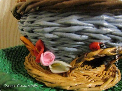 """мой первый Гномодомик, плетение из газетных трубочек, ширина полоски 8см., спица 2мм, окрашено акриловой краской, тонировано колерами, покрыто акриловым лаком...  плетение веревочка из 2-х трубочек, поднос сплетен из рекламных газет, плетение """"эмитация плетения из корня"""" фото 6"""