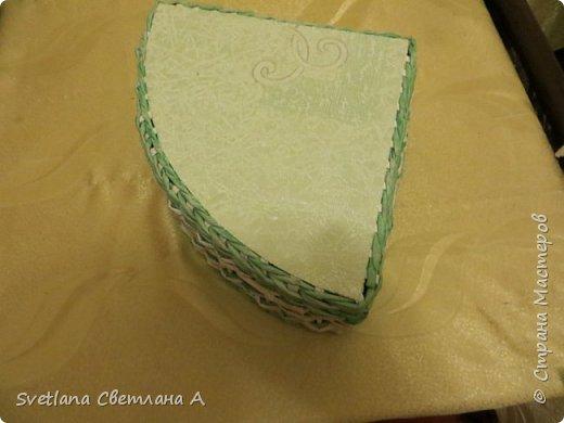 Вот еще коробочка.Плела по размерам полочки мебельного угла на кухню. фото 3