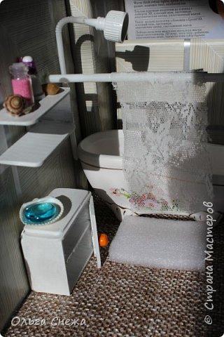 Взяла 3 картонные коробки: одну большую и две маленькие: для двух комнаток.  Оклеила декор. бумагой и самоклейкой. фото 16