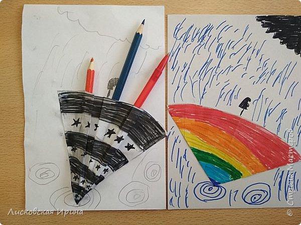 Осенняя погода рисует серыми красками дождя, яркими красками листьев. У нас получились осенние открытки Зонтики. Идею увидела в интернете ( в контакте) https://pp.userapi.com/c635104/v635104208/3b105/CxQLLtMhjeQ.jpg Мы внесли несколько своих дополнений. фото 7