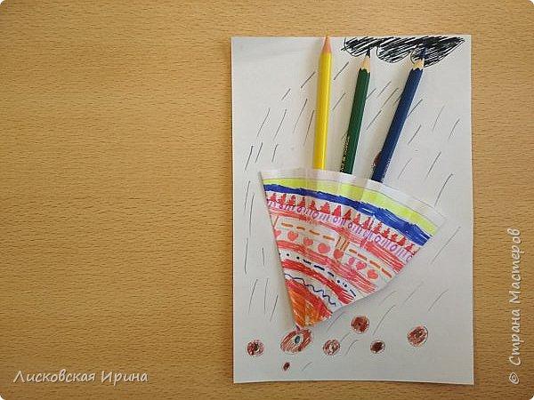 Осенняя погода рисует серыми красками дождя, яркими красками листьев. У нас получились осенние открытки Зонтики. Идею увидела в интернете ( в контакте) https://pp.userapi.com/c635104/v635104208/3b105/CxQLLtMhjeQ.jpg Мы внесли несколько своих дополнений. фото 8
