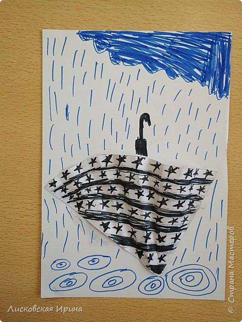 Осенняя погода рисует серыми красками дождя, яркими красками листьев. У нас получились осенние открытки Зонтики. Идею увидела в интернете ( в контакте) https://pp.userapi.com/c635104/v635104208/3b105/CxQLLtMhjeQ.jpg Мы внесли несколько своих дополнений. фото 12