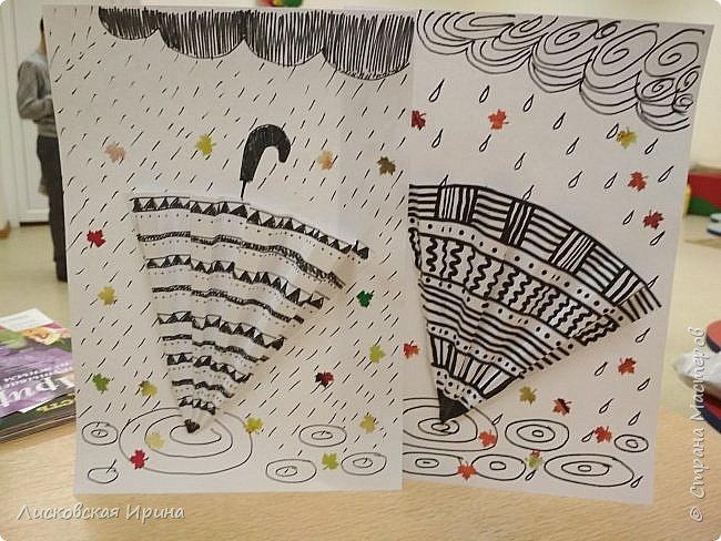 Осенняя погода рисует серыми красками дождя, яркими красками листьев. У нас получились осенние открытки Зонтики. Идею увидела в интернете ( в контакте) https://pp.userapi.com/c635104/v635104208/3b105/CxQLLtMhjeQ.jpg Мы внесли несколько своих дополнений. фото 1