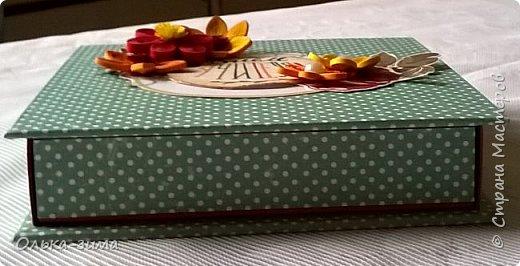 Добрый день. У меня сегодня коробочка по МК Веды Бакаловой.  Коробочка 10х10 см для сладкого подарка на день учителя. Цветочки выполнены из полосок бумаги для квиллинга. фото 3